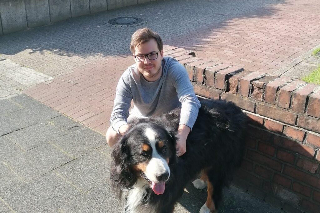 Robin Conrad mit dem Berner Sennenhund eines Freundes.
