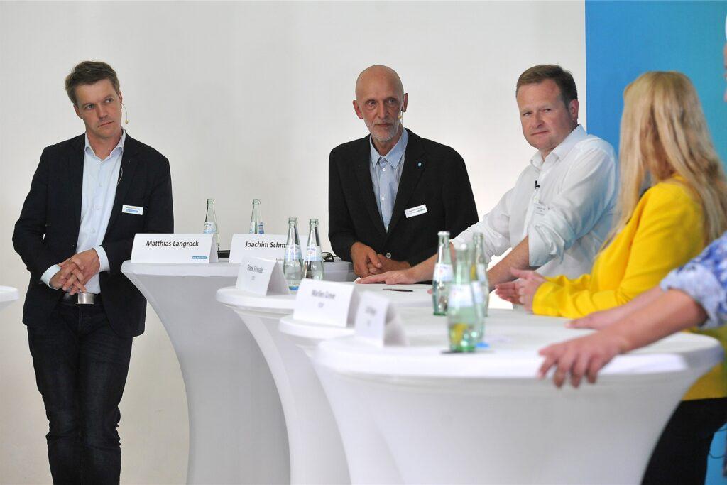 Moderiert wurde die Veranstaltung von Matthias Langrock (l.) und Joachim Schmidt (mitte).